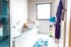 Geräumiges Wohn- und Geschäftshaus - Badezimmer