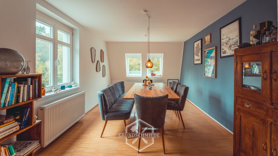 Komplett sanierte 4-Zimmer Maisonette-Wohnung am Kräherwald, 70193 Stuttgart, Dachgeschosswohnung