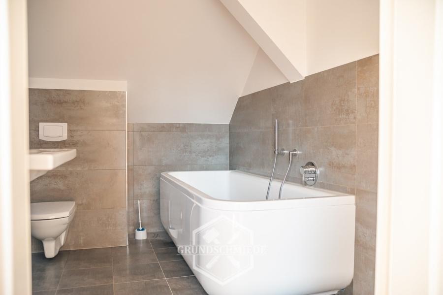 Sanierte 3-Zimmer Maisonette-Wohnung am Kräherwald, 70193 Stuttgart, Dachgeschosswohnung