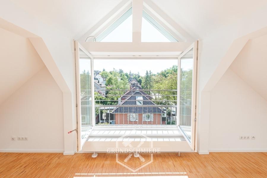 Komplett sanierte 4,5 Zimmer Maisonette-Wohnung am Kräherwald, 70193 Stuttgart, Dachgeschosswohnung