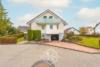 Freistehendes Einfamilienhaus mit großem Garten - Garageneinfahrt