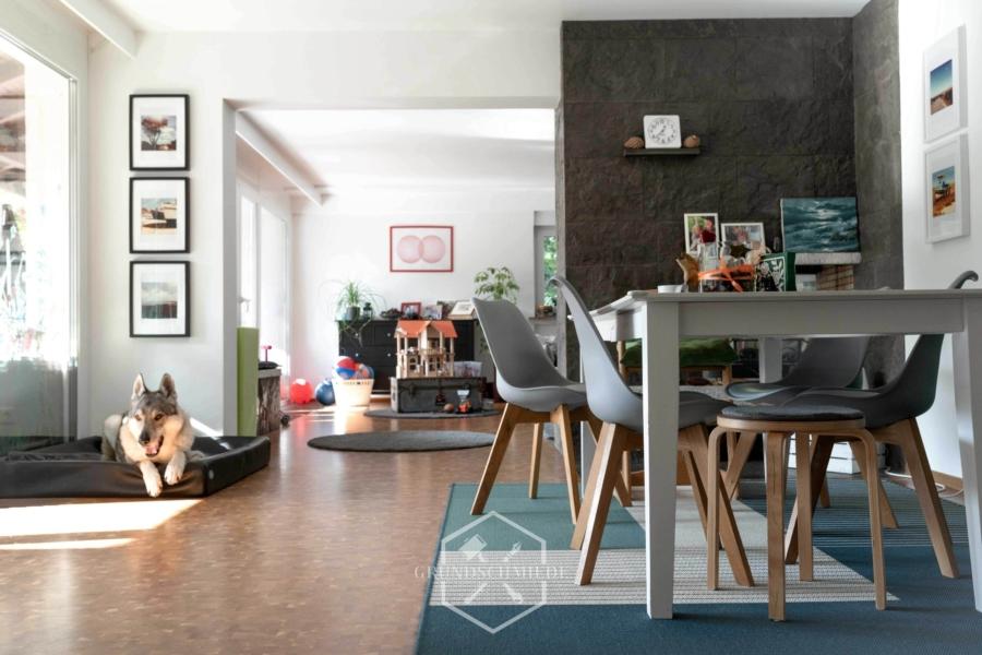 Doppelhaushälfte mit 3 Wohnungen – Nähe Freibad!, 70563 Stuttgart, Mehrfamilienhaus